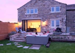 Yorkshire Dales Cottage with hot tub
